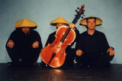 Drei Chinesen mit Cello